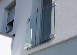 skleneny-pristresek-ke-vchodovym-dverim-a-sklenene-zabradli-k_IMG_1544